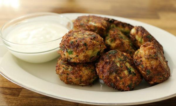Συνταγή για νόστιμους λαχανοκεφτέδες - Φτιάξτε τους σήμερα κιόλας (vid)