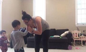 Σούπερ-μαμά: Crossfit με τρία παιδιά εκτός ελέγχου! (vid)