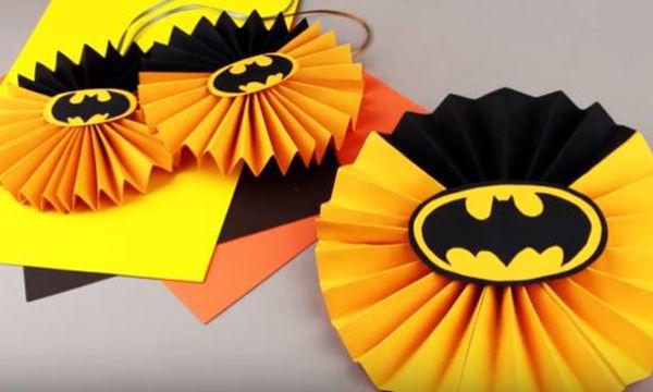 Παιδικό πάρτι με θέμα τον Batman; Φτιάξτε πινιάτα, προκλήσεις και άλλα διακοσμητικά (vid)