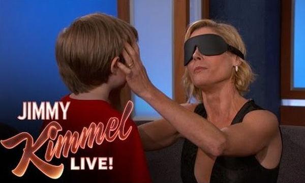 Julie Bowen: Προσπαθεί να αναγνωρίσει τα δικά της παιδιά μέσω της αφής (vid)