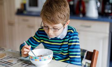 Πολυάσχολοι γονείς: Οι επιπτώσεις στη ζωή των παιδιών