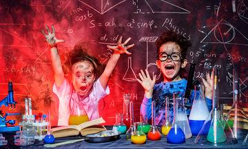 Εύκολα επιστημονικά πειράματα που μπορούν να κάνουν τα παιδιά στο σπίτι (vid)