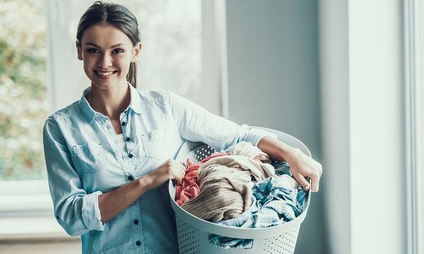 Πώς θα στεγνώσουν τα ρούχα πιο γρήγορα το χειμώνα αν δεν έχετε στεγνωτήριο (vid)