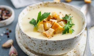 Λαχταριστή πατατόσουπα για τις κρύες μέρες του χειμώνα (vid)
