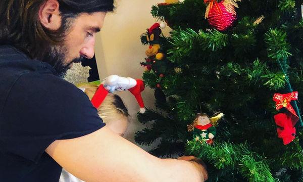 Ζέτα Δούκα: Οικογενειακές στιγμές γύρω από το χριστουγεννιάτικο δέντρο (pics)