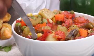 Η πιο εύκολη σούπα λαχανικών για τις κρύες ημέρες του χειμώνα (vid)
