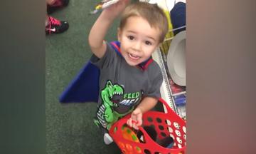 Τα παιδιά κάνουν τα ψώνια της εβδομάδας: Απίθανες στιγμές στο super market! (vid)