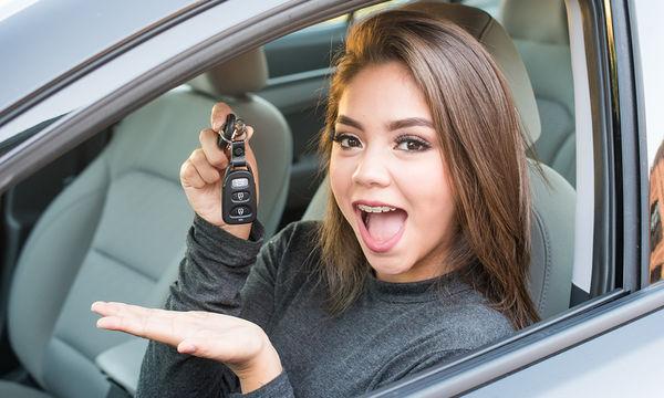 Δίπλωμα οδήγησης από τα 17 αλλά με συνοδηγό ενήλικα (vid)