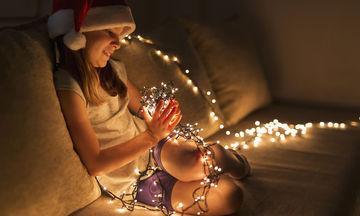 Χριστουγεννιάτικα φωτάκια & κίνδυνος ηλεκτροπληξίας: Οδηγός ασφαλείας για παιδιά από μια παιδίατρο