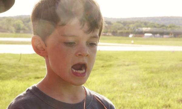 Δείτε πώς αυτός ο μπαμπάς έβγαλε το δόντι του παιδιού του - Θα μείνετε άφωνοι (vid)