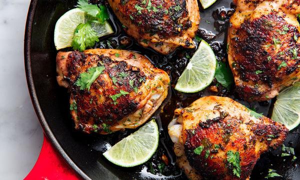 Χριστουγεννιάτικη συνταγή: Λαχταριστό κοτόπουλο με κόλιανδρο και λάιμ (vid)