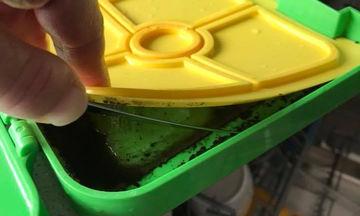 Καθαρίζετε σωστά τα ταπεράκια των παιδιών σας; Δείτε τι ανακάλυψε μια μαμά (vid)