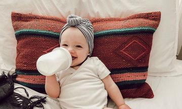 Χαριτωμένα μωράκια μαθαίνουν να πίνουν μόνα τους από το μπιμπερό (pics)