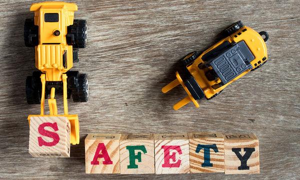 Εσύ ξέρεις πώς να διαλέξεις ασφαλή παιχνίδια για τα παιδιά;
