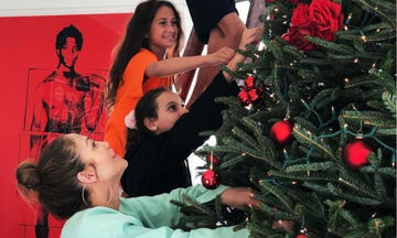Jennifer Lopez: Δείτε το εντυπωσιακό δέντρο που στόλισαν οικογενειακώς