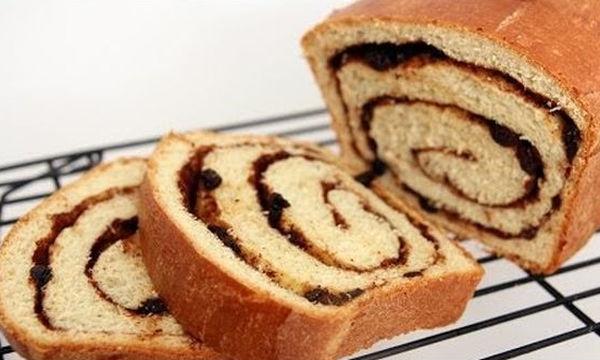 Ψωμάκια με κανέλα και σταφίδες για τέλειο γιορτινό πρωινό (vid)
