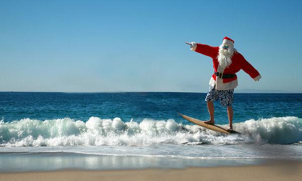 Μοναδικές εικόνες: Εκατοντάδες Αη Βασίληδες κάνουν surf για καλό σκοπό! (vid)