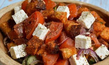 Συνταγή για νόστιμη σαλάτα Panzanella