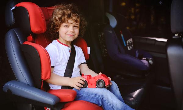 Δείτε τι βρήκαν αυτοί οι γονείς κάτω από το παιδικό κάθισμα του αυτοκινήτου (pics)