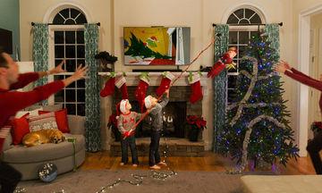 Οι χριστουγεννιάτικες κάρτες αυτής της οικογένειας είναι εμπνευσμένες από τη ζωή τους (pics)