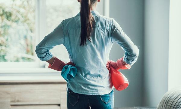 Πώς θα καθαρίσετε γρήγορα το σπίτι σας μετά το ρεβεγιόν (vid)