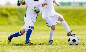 Ποδοσφαιρικός αγώνας ανάμεσα σε παιδιά: Θα τους προσπεράσει ή θα τους… εξοντώσει; (vid)
