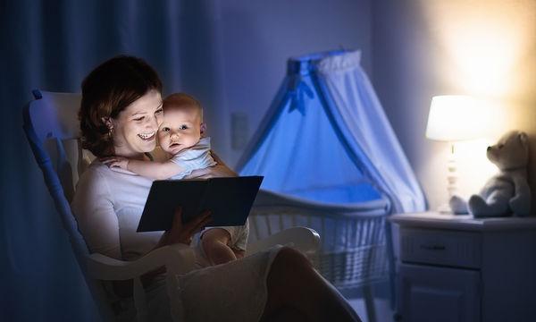 Πώς ωφελείται το μωρό σας όταν του διαβάζετε ιστορίες πριν τον ύπνο