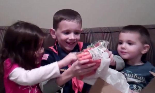 Απίστευτες οι αντιδράσεις των παιδιών όταν αντικρίζουν τα …τραγικά δώρα των γονιών τους (vid)