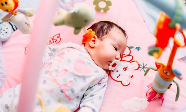 Τι να κάνετε δώρο σε ένα μωρό εκτός από ρούχα; Δείτε αυτό