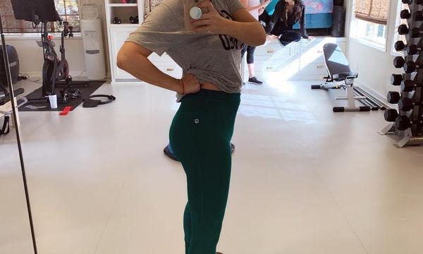 «Λιώνει» στο γυμναστήριο για να χάσει τα κιλά της εγκυμοσύνης της (pics)