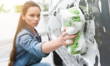Έτσι θα καθαρίσετε το αυτοκίνητο σαν επαγγελματίας κάνοντας τον άνδρα σας να τρίβει τα μάτια του