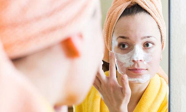 Όμορφη στο λεπτό: Σπιτικές μάσκες ομορφιάς για λίγο πριν το ρεβεγιόν