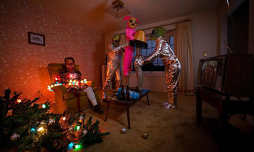 Είπε στο γιο της να φτιάξει τις δικές του χριστουγεννιάτικες κάρτες και δείτε τι έκανε (pics)