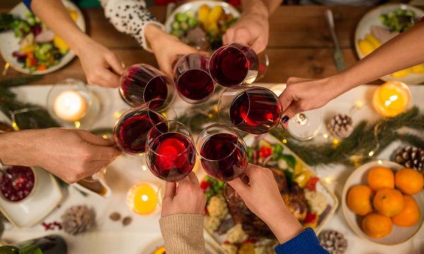 Τι πρέπει να προσέξουμε στα Χριστουγεννιάτικα γεύματα εκτός σπιτιού;