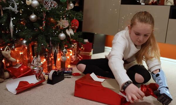 Άγνωστος της έκανε το πιο πολύτιμο δώρο της ζωής της! (vid)