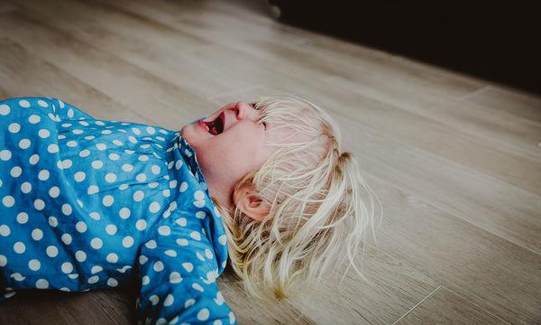 Σας κρατάει μούτρα το παιδί σας και γκρινιάζει συνεχώς; Τι μπορείτε να κάνετε