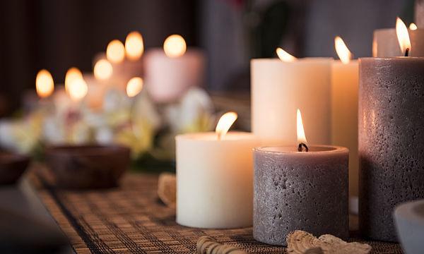 Ο καλύτερος τρόπος για να αφαιρέσετε λιωμένο κερί από τα χαλιά και τα έπιπλά σας