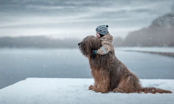 Αυτές οι φωτογραφίες των μικρών παιδιών με τα γιγάντια σκυλιά τους είναι απλώς… φανταστικές! (pics)