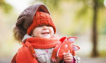 Πώς πρέπει να ντύνουμε το παιδί όταν έχει κρύο; (vid)