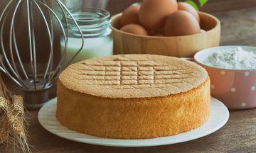 Συνταγή για το πιο αφράτο κέικ βανίλιας που έχετε φτιάξει (vid)