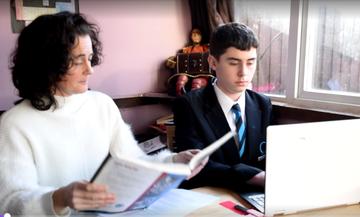 Μητέρα σταμάτησε τον γιο της από το σχολείο! Δείτε τον λόγο! (vid)