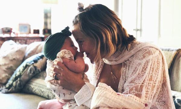 Διάσημες μαμάδες φορούν παιδικά τουρμπάνια στα μωρά τους (pics)