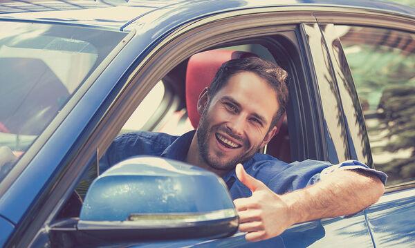 Αυτά παθαίνεις όταν ξεχνάς το παράθυρο του αυτοκινήτου ανοιχτό! (vid)