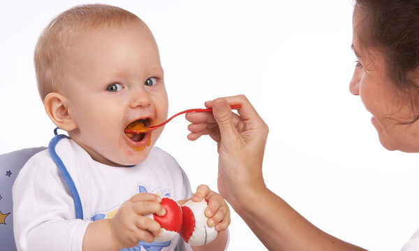 Τι να περιμένετε όταν το μωρό σας ξεκινήσει να τρώει στερεά τροφή