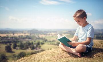 Έξι τρόποι για να αγαπήσουν τα αγόρια το εξωσχολικό διάβασμα