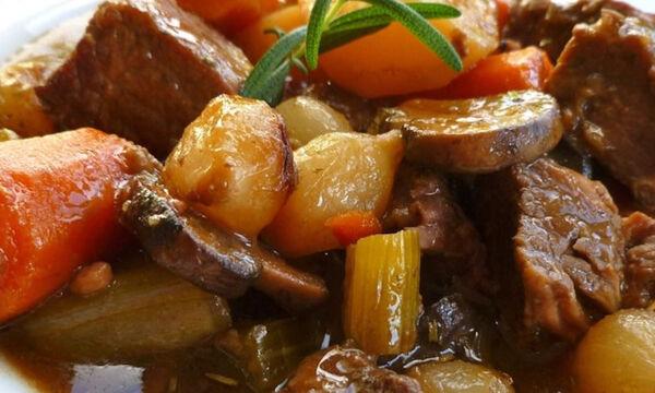 Μοσχαράκι κατσαρόλας με πατάτες και χειμωνιάτικα λαχανικά (vid)