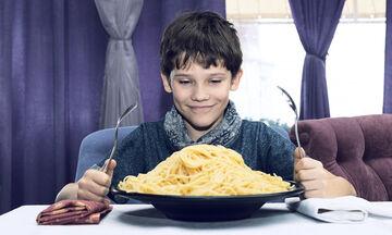 Παιδί και διατροφή: Το παιδί μου τρώει πολύ. Τι να κάνω;