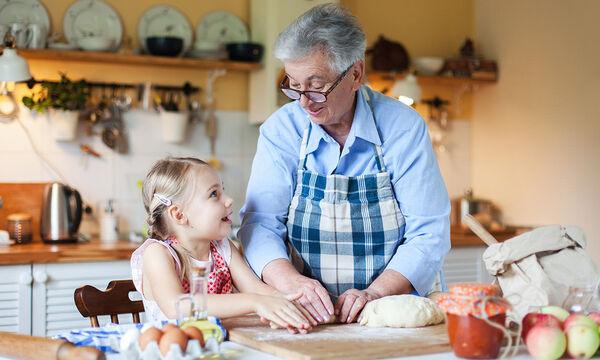 Η  γιαγιά βοηθά αλλά συχνά επεμβαίνει στη διαπαιδαγώγηση του παιδιού - Τι να κάνω;