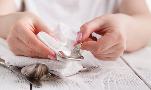 Φτιάξτε το δικό σας καθαριστικό για να γυαλίσετε τα ασημικά σας