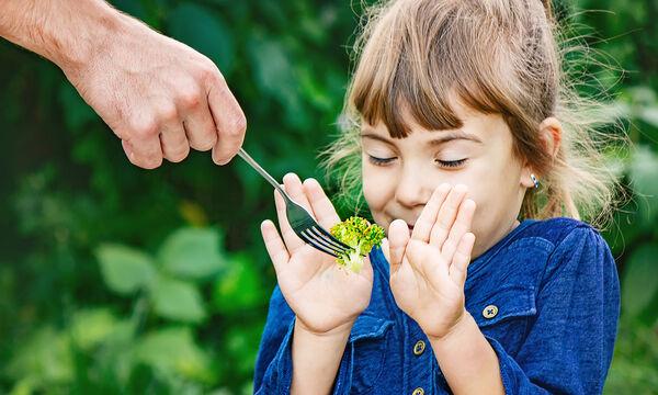 Εύκολοι τρόποι για να εντάξουμε περισσότερα φρούτα στη διατροφή των παιδιών (vid)